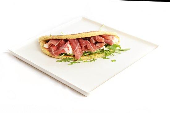 Piadina romagnola crudo rucola e squaquerone per la Serata GIOVEDI' Street Food Gourmet