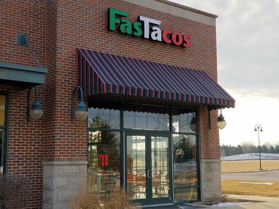 Huntley, Иллинойс: entrance to FasTacos