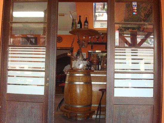 Slatina, Horvátország: Entrance to the bar