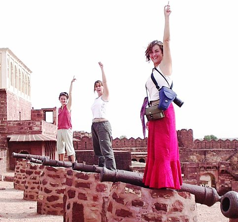 Tourists traveled with us in India.