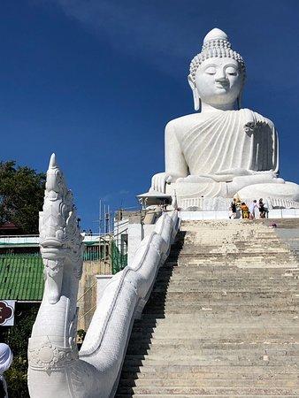 Gigantomanische Buddhaanlage