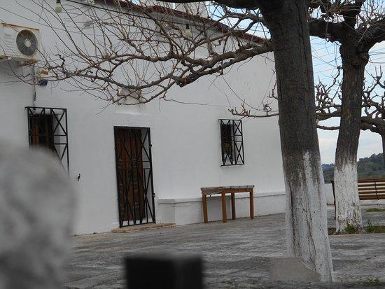 Pendamodi, Greece: Ένα γραφικό μοναστήρι στο Πενταμόδι.