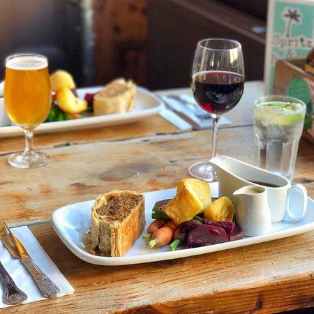Owl & Hitchhiker: Vegan Wellington // Sunday Roast // Drinks