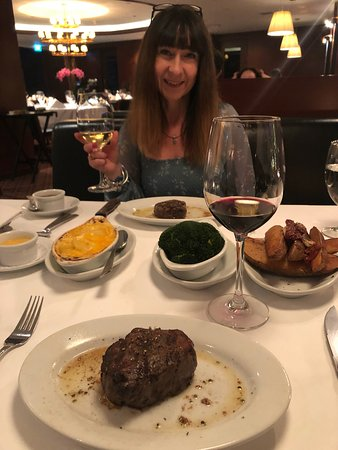 Ruth's Chris Steak House: Best Steak with my lovely Wife !