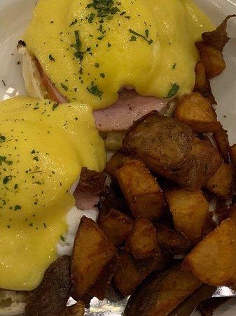 Crescent City, FL: Eggs Benedict!