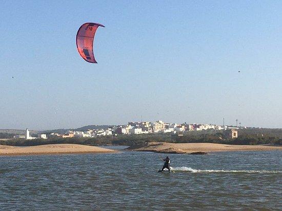 As-Sawíra, Maroko: Kitesurfing with Abdel 😁