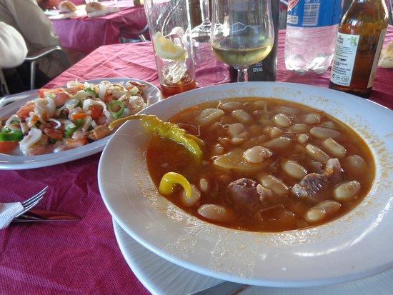 Madrigal de la Vera, Spanje: salpicon y judiones (un poco enteros aunque muy buenos)