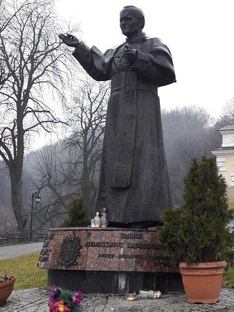 Pomnik Jana Pawła II przed Bazyliką