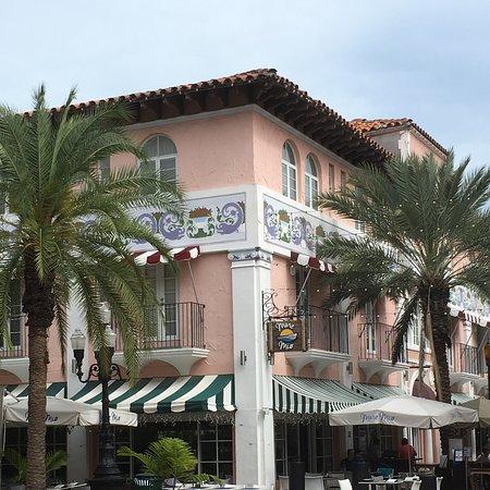 South Miami Beach är ett av våra favoritresmål. Vi gillar den långa fina sandstranden, att promenera i det vackra Art Deco distriktet .