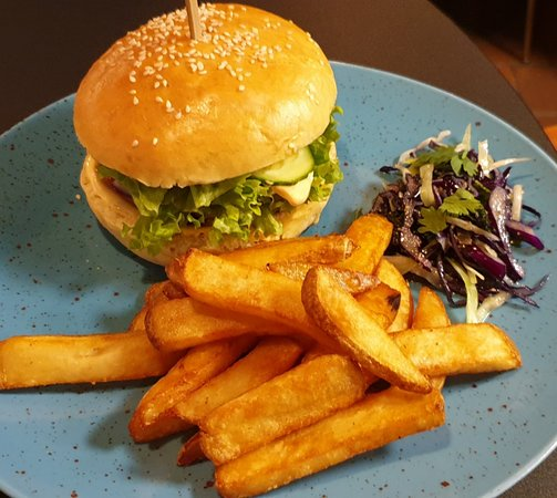 thaiburger with asian slaw