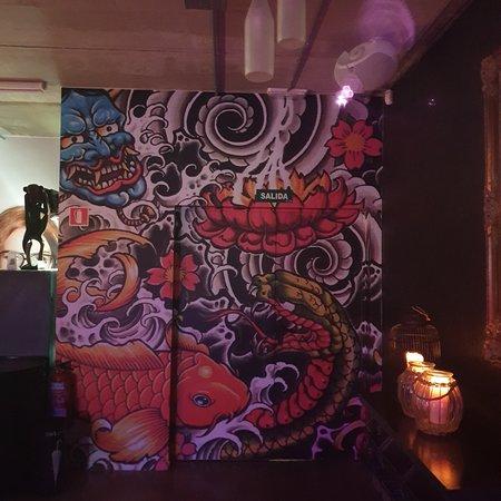 Betxi, Spain: Monkey Café. Gran sitio, comida casera, buenas hamburguesas, quesadillas, nachos...Muy buen ambiente, gran decoración, buena música, terraza exterior chillout. Rareza en la zona.