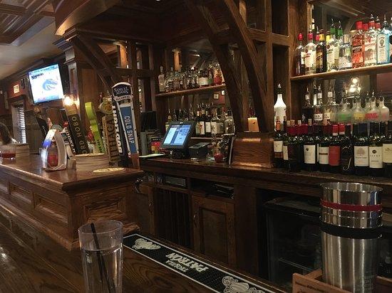 Suffield, CT: Bar