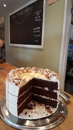 Whitley, UK: peanut butter chocolate gluten free cake. perfect!