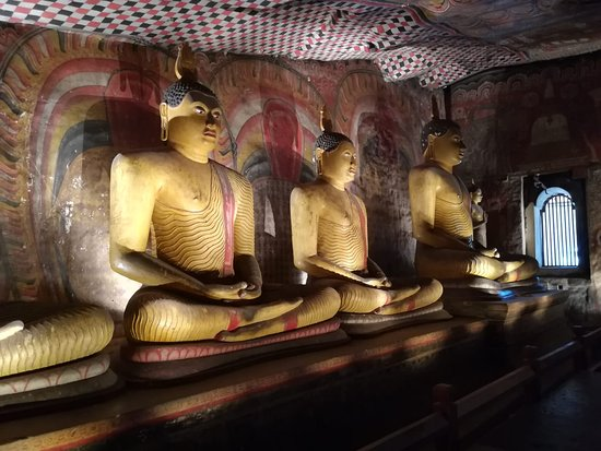 Kandalama, Sri Lanka: Muditours,, Sri Lanka most famous place in dabulla,  Dabulla golden temple,