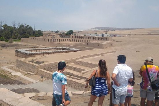 Tour Sanctuary of Pachacamac with headphones