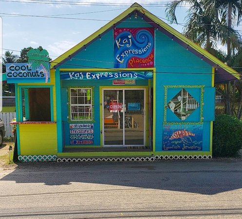 Placencia, Belize: Our colorful store is located right in front of the sports field on main street. It can't be missed!