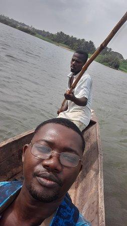 Togoville, Togo: La traversée du Lac Togo. Quelle fraicheur il fait!