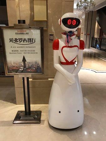 Xiantao, الصين: ロボットが案内してくれる
