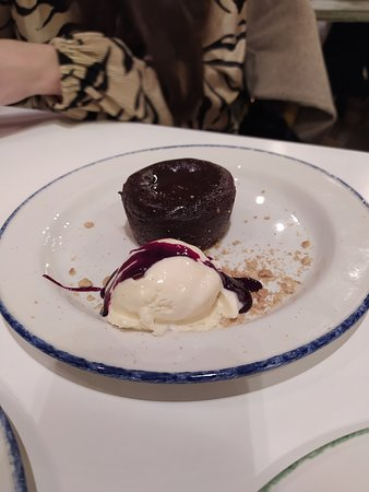 Coulant De Chocolate Y Helado De Vainilla Picture Of El Columpio Madrid Tripadvisor