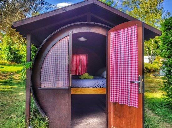 Losheim am See, เยอรมนี: Weinfass, 1 Doppelbett oder 2 Einzelbetten, Heizung