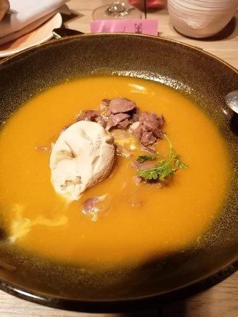 Beaumont de Lomagne, Francia: Soupe potiron, émincés de canard, glace aux champignons