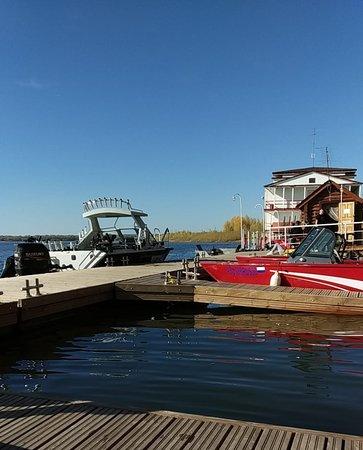 Zamyany, Russia: Красивые, удобные, современные причалы. Для гостей с своими лодками стоянка бесплатна!