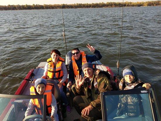 Zamyany, Russia: Наши катера хоть и самые  современные и удобные в Астраханской области, но безопасность превыше всего!!! В спасательный жилет одеваем всех гостей!