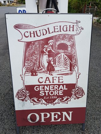 Chudleigh, Australia: Sign out the front is a good indicator of the old fashioned service you can expect
