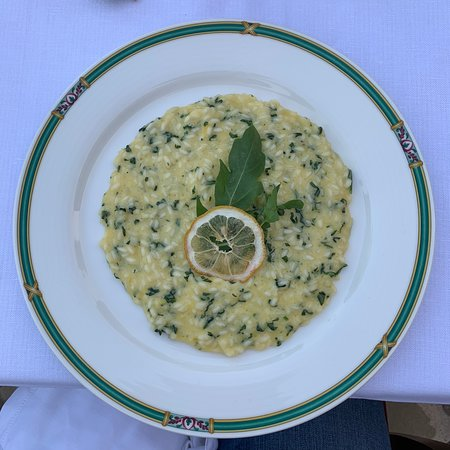 Castelmuzio, Italia: Chef GianCarlo's lemon risotto is to die for! They also cater to specific diets - if needed, GF, etc.