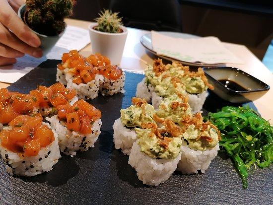 บราติสลาวา, สโลวะเกีย: Uramaki salmon tartar, uramaki vege