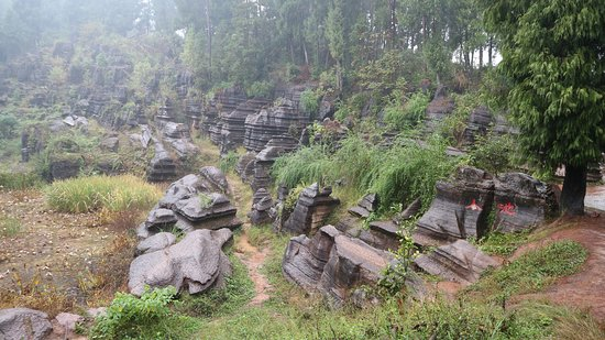 Guzhang County, Chine : Red Stone Forest National Geopark