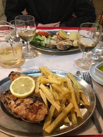 Unscheinbares Highlight unseres Lissabon-Besuchs mit qualitativ hochwertigem Fisch