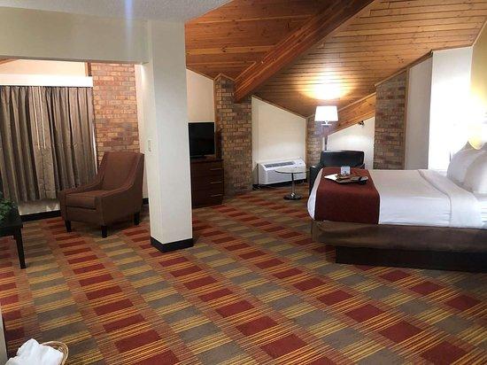 Hebron, OH: ESKN xecutive Suite