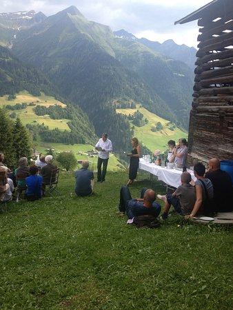 Lumbrein, Швейцария: Terrasse im Sommer