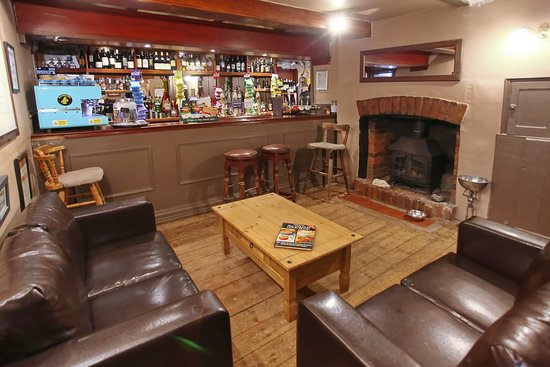 Rotherfield Greys, UK: Fireside Dogs welcome