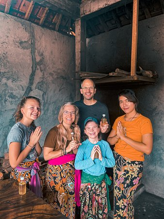 Creat your own Traditional Bali Coconut Oil with Bali's family..  @tarovillage
