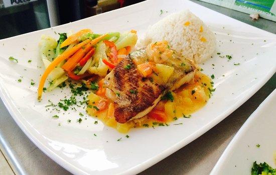 Florencia, Costa Rica: especial de fin de semana Pollo en Salsa tropical
