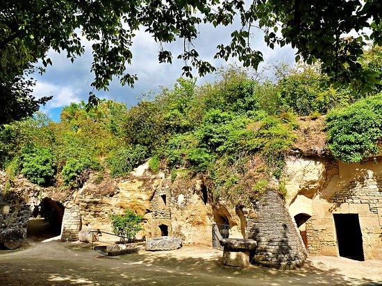 Louresse-Rochemenier, Fransa: Ancient  cave village museum of Rochemenier 😍