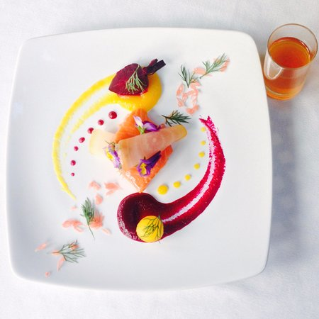"Salmon ""Gravlax Mi-Cuit"" cured a la minute, beetroot, pomelo, dill, dressing ""en consommé"""
