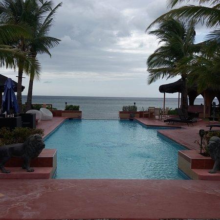 Looc, Filipinler: Swimming pool
