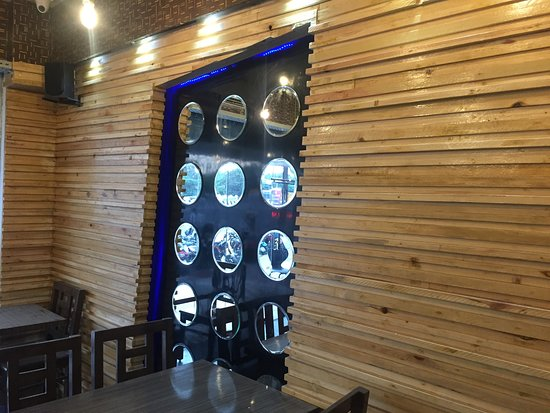 Tambaram, India: SpiceZen VEG Restaurant Interior.