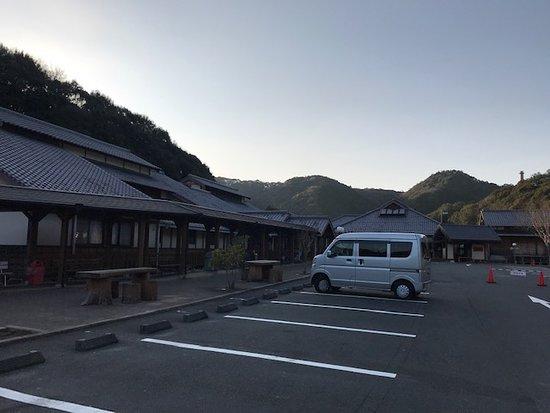 Uwajima, Japonsko: 道の駅津島 温泉が閉まっているため夕方人がいない道の駅