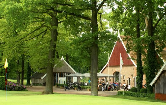 Winterswijk, Nederland: Terrace viewed from the green of the 18th hole.