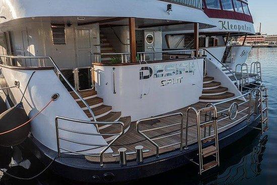 Höchste Kreuzfahrt von Verschüttet auf einer Luxusyacht, m / s Desire