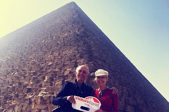 Explore The Pyramids of Giza in a Day...