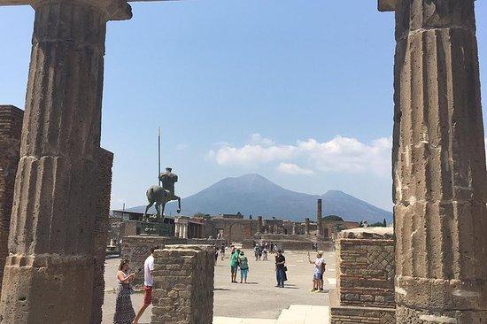 Pompeii en de Vesuvius vanuit Napels