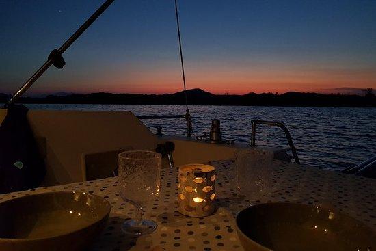 Excursión en barco y cena en la isla...