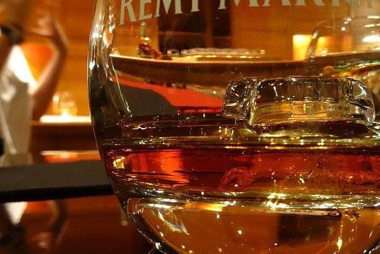 Privat dagstur fra Angouleme: Facets of Cognac: Brand, Distillery...