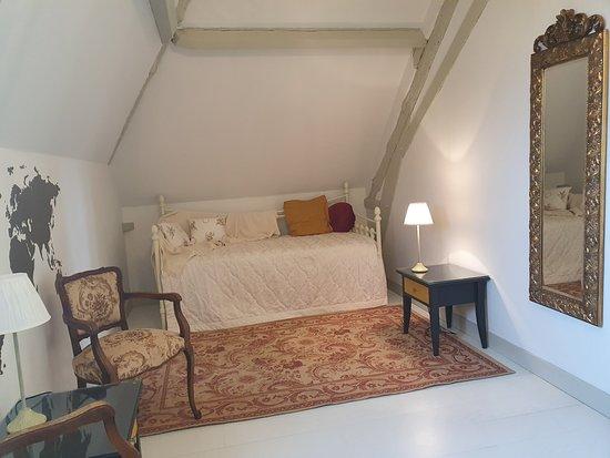 """Epargnes, Франция: La chambre """"Pineau"""" qui fait partie de la suite """"Prestige""""."""