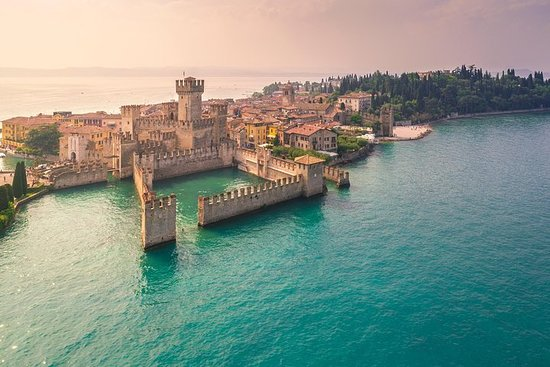 Castles boat tour with Bardolino wine tasting and nibbles
